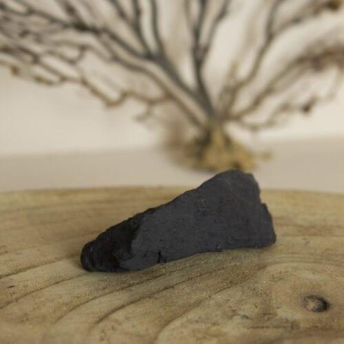 ruwe stenen edelsteen shungiet klein
