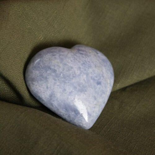 blauwe calciet edelstenen gepolijst in hartvorm cadeau