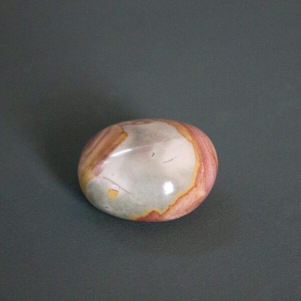 polychroom jaspis knuffelstenen trommelstenen gepolijst