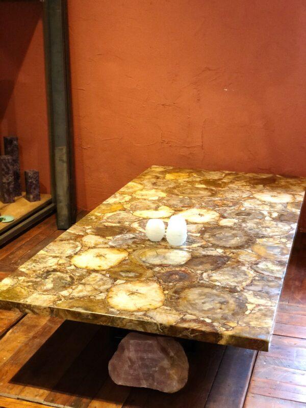 luxueuze versteend hout tafel interieur