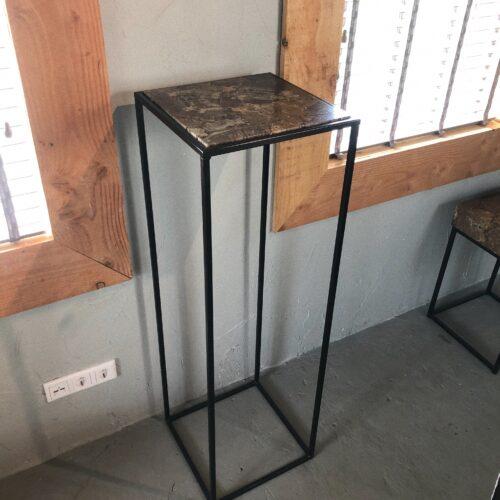 luxueuze versteend hout sokkel tafel interieur